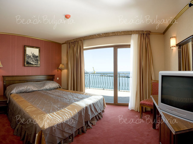 Хотел Мистрал10